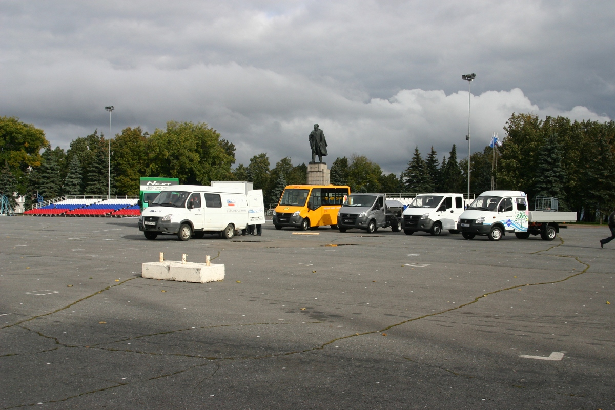 автобусы на площади ленина