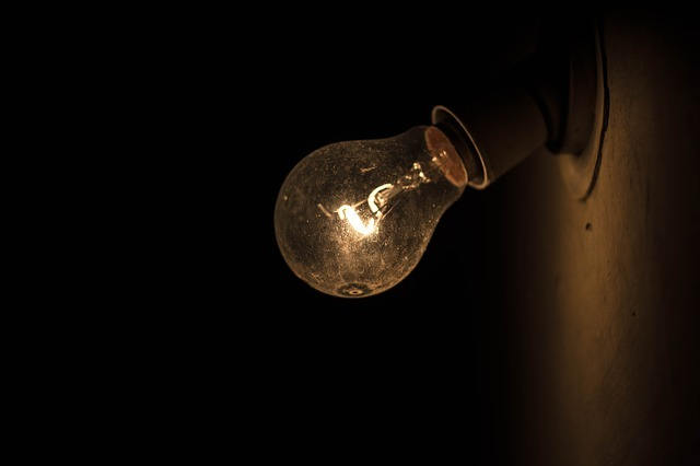 bulb-915235_640