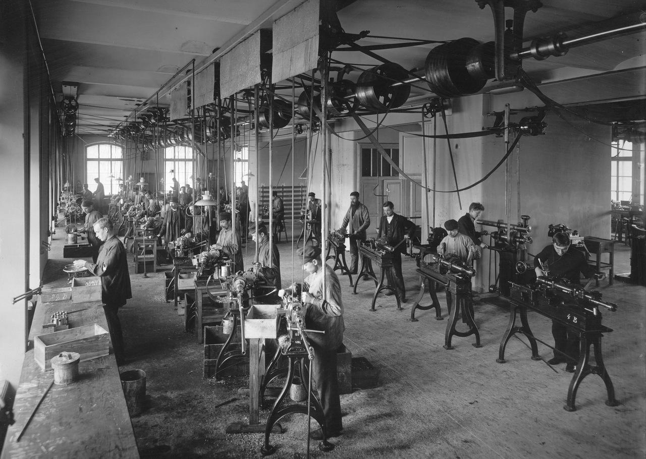 токарные станки с механическим приводом на фабрике