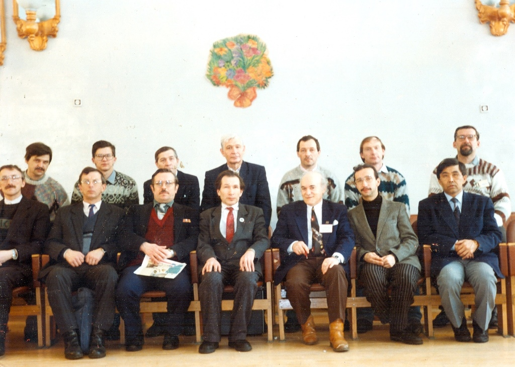 Чемпионат страны среди молодежи. Судья А.М. Кормишкин - 1-й ряд 4-й слева